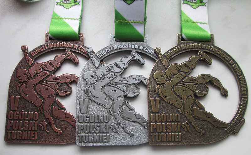 Medale odlewane, ażurowe z dedykowaną taśmą, wykonane na zawody zapaśnicze