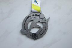 Medal odlewany, ażurowy, z dedykowaną taśmą, dla biegaczy