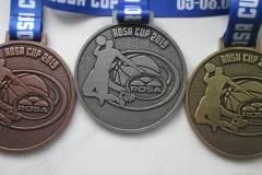 Medale odlewane, w trzech kolorach, z dedykowaną tasmą, na turniej koszykówki