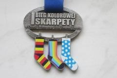 Medal odlewany  w kolorze srebrnym, z kolorowymi elementami