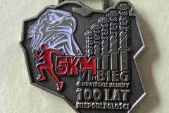 Medal  na biegi, wzbogacony emalią biało-czerwoną